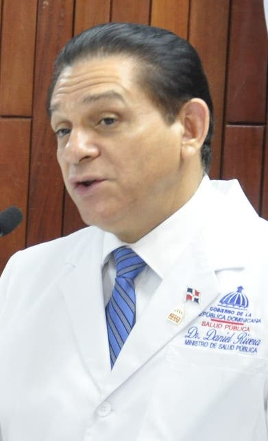 Rivera insiste vacunarse; la gente va a centros