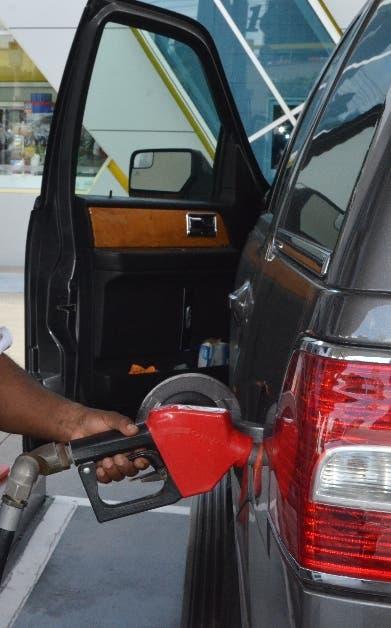 Gasolina regular sube $3.00; otros combustibles $5.40 y $1.64