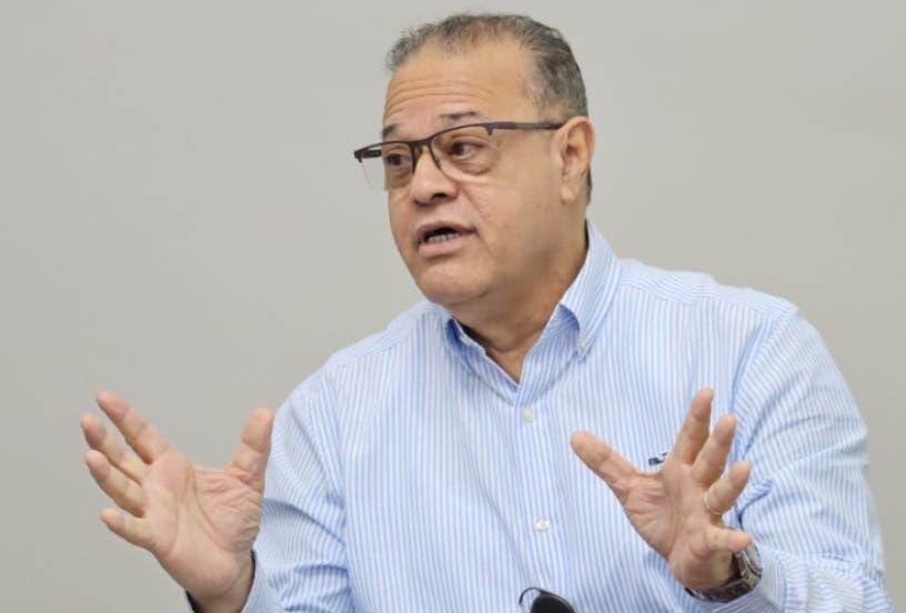 Inabie suspende director acusado de extorsión