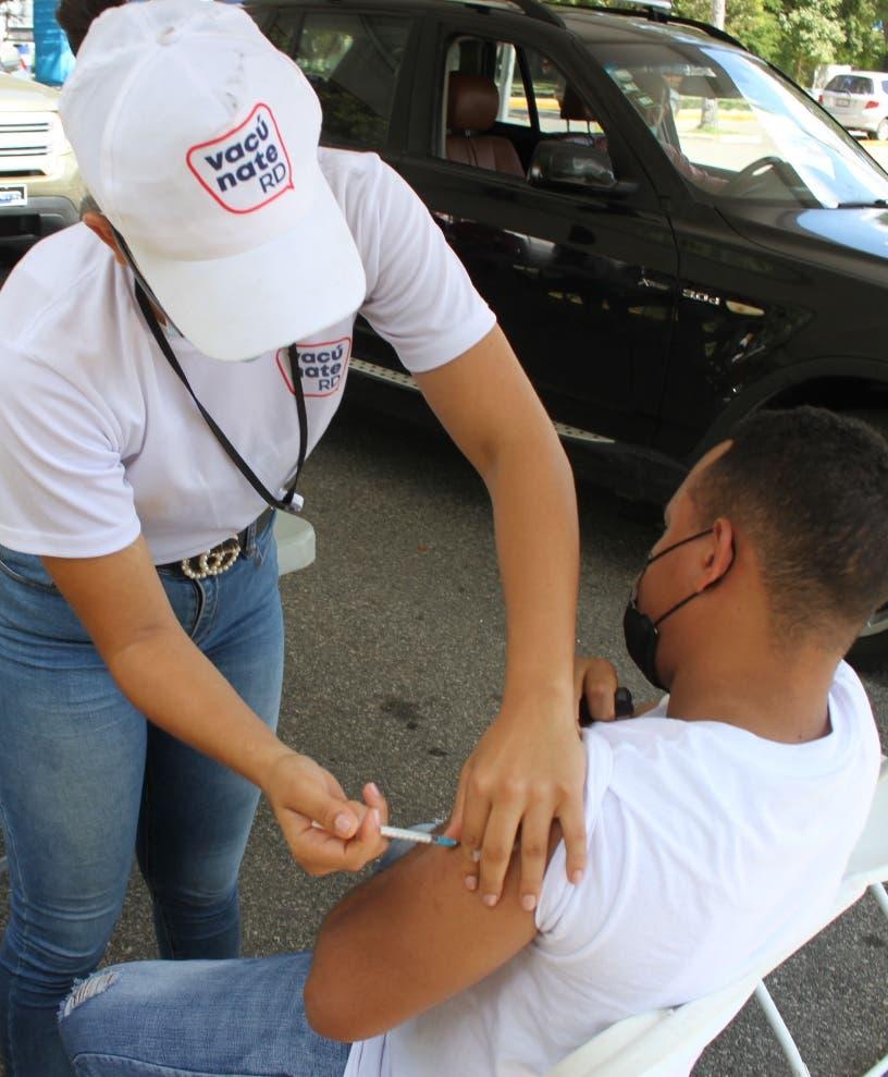 Ciudadanos se vacunan en masa pero por obligación