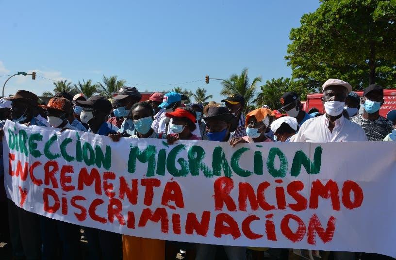 Cañeros exigen a Migración residencia permanente