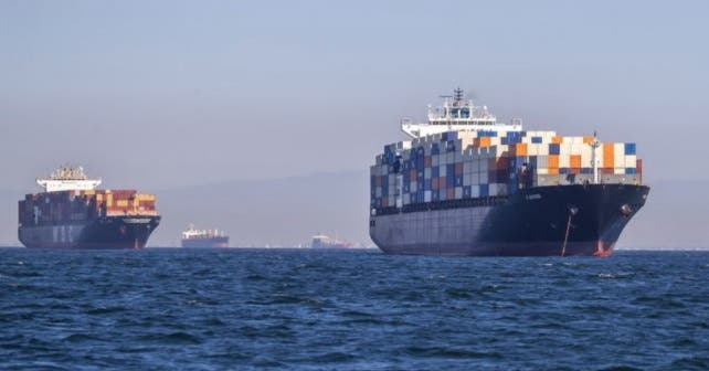 ¿Por qué hay tantos barcos haciendo fila para entrar a Estados Unidos?
