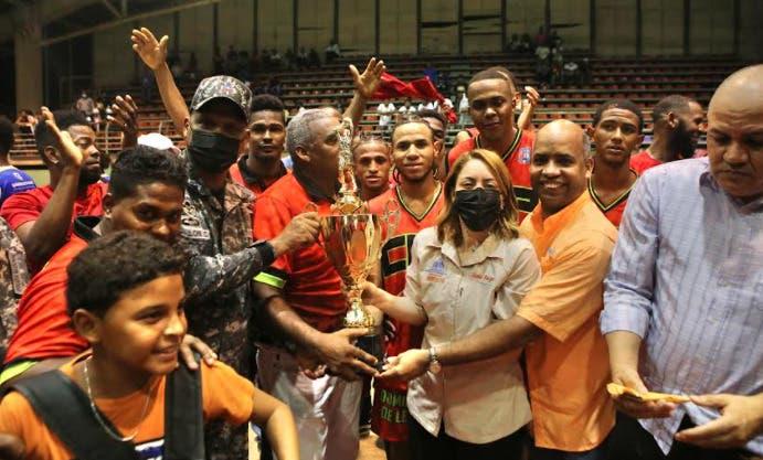 CUP se corona campeón por tercer año en torneo de baloncesto superior de Los Alcarrizos