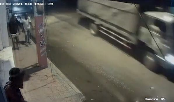 ¿Es de la Policía el camión que iba detrás de yipeta arquitecta Leslie Rosario?