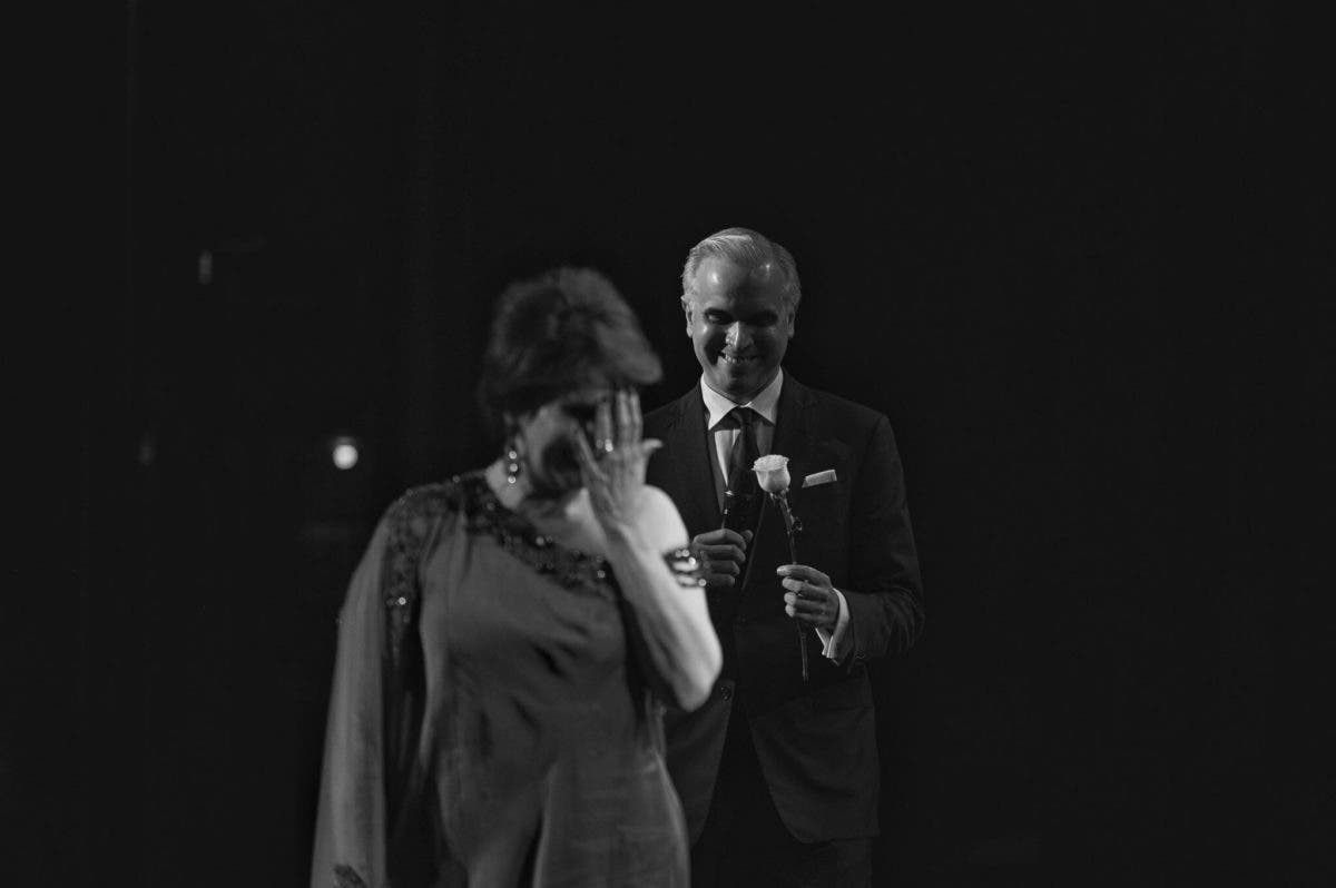 Video: Ministro Luis Miguel De Camps sorprende a su madre Cecilia García en pleno concierto