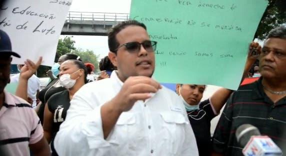 Comunitarios de Quita Sueño reclaman en protesta terminación escuela Manolo Bordas