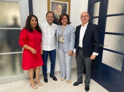 Aspirantes presidenciales del PLD se reúnen y Danilo Medina asiste