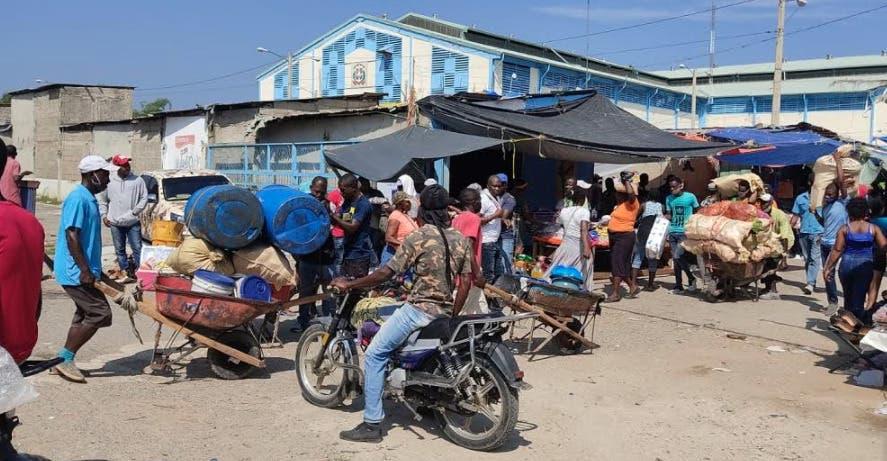 Mercado binacional de Dajabón incidentado por denuncia de maltratos a comerciantes haitianos