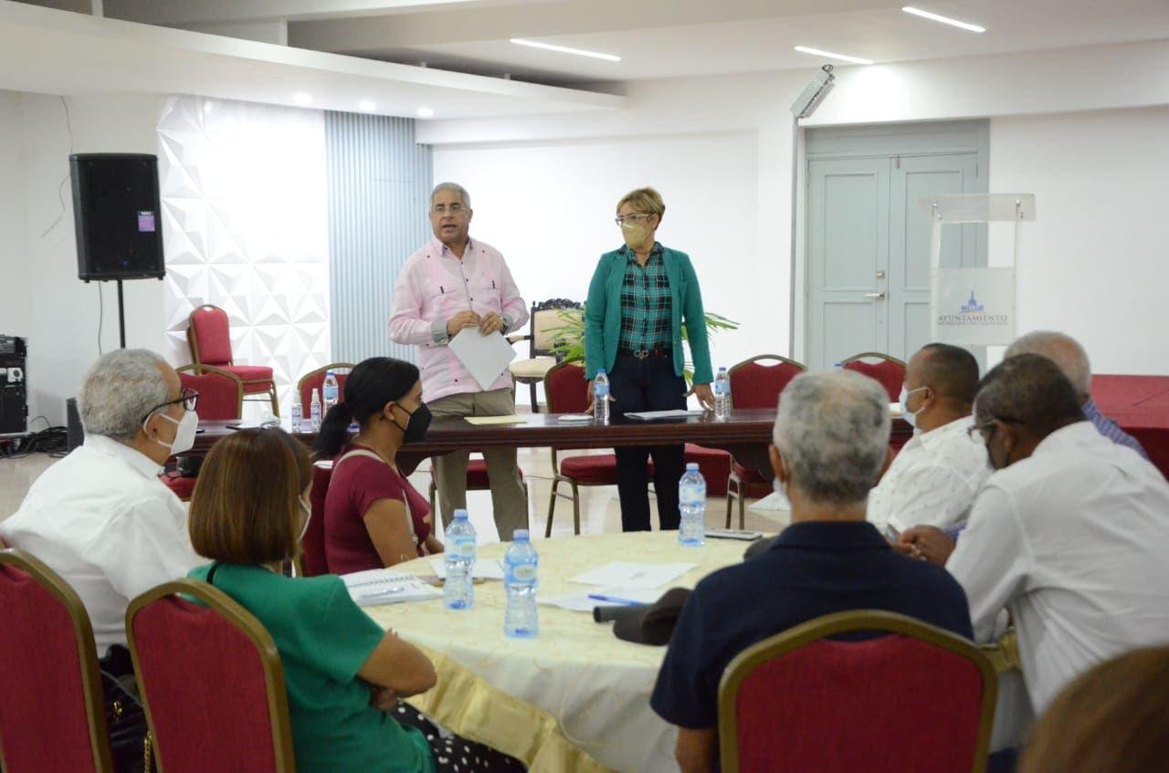 Ayuntamiento de Santiago escoge comité de seguimiento y control municipal
