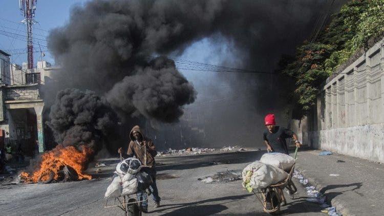Haití: grupo armado mantiene bloqueada terminal de petróleo