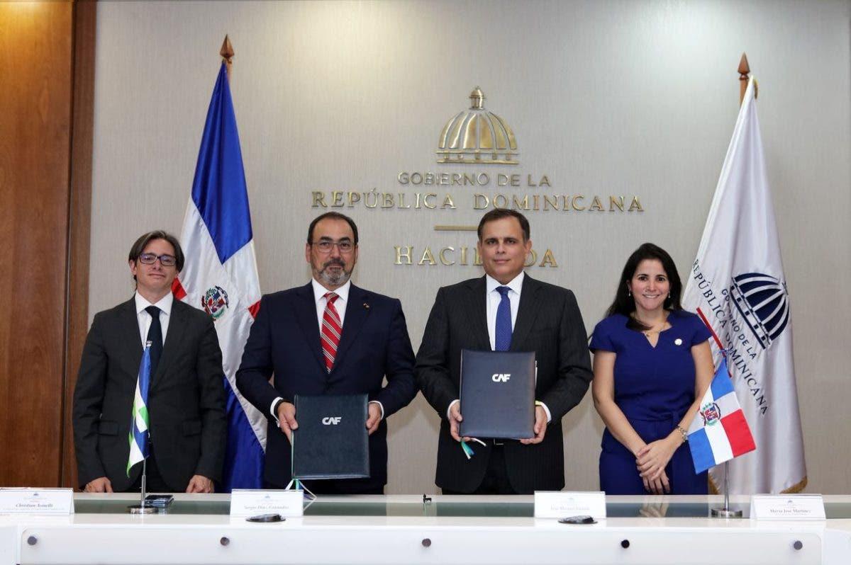RD firma convenio para ser miembro pleno de CAF