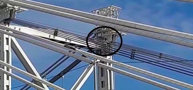 VIDEO: Hombre trepa a la cima del puente Juan Pablo Duarte; se presume tiene fines suicidas