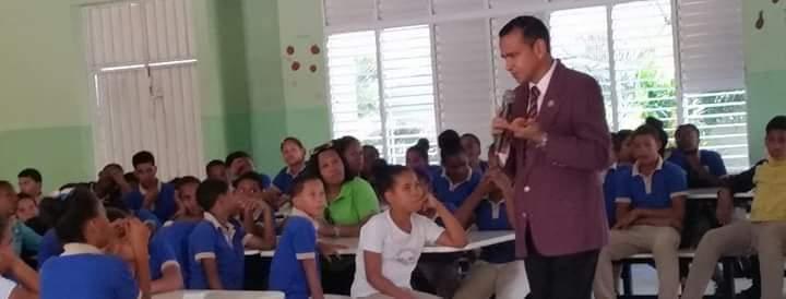 Periodista anuncia el reinicio de sus charlas en centros educativos