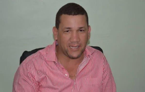 Alcalde de Villa Altagracia y un pastor se acusan de sin