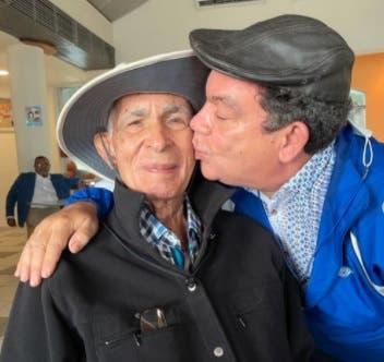 Actor Kenny Grullón agradece condolencias por la muerte de su padre José Hernández