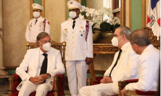 Luis Abinader recibe cartas credenciales de seis nuevos embajadores