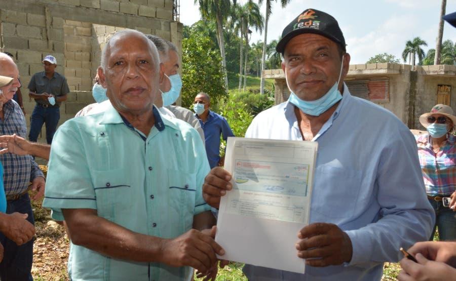 FEDA entrega seis millones de pesos a ganaderos de Río San Juan