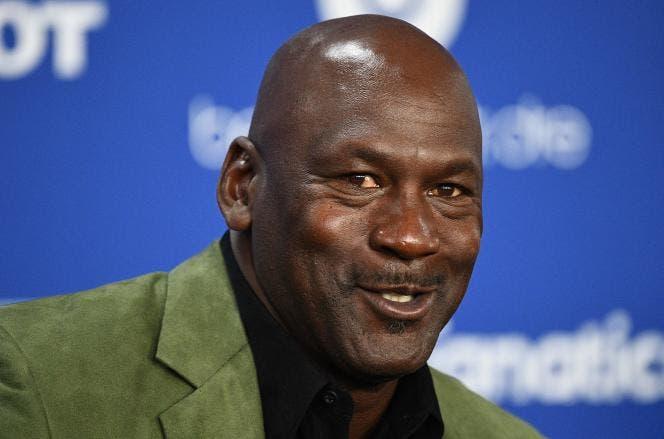 Subastan zapatillas de Michael Jordan por 1,5 millones de dólares
