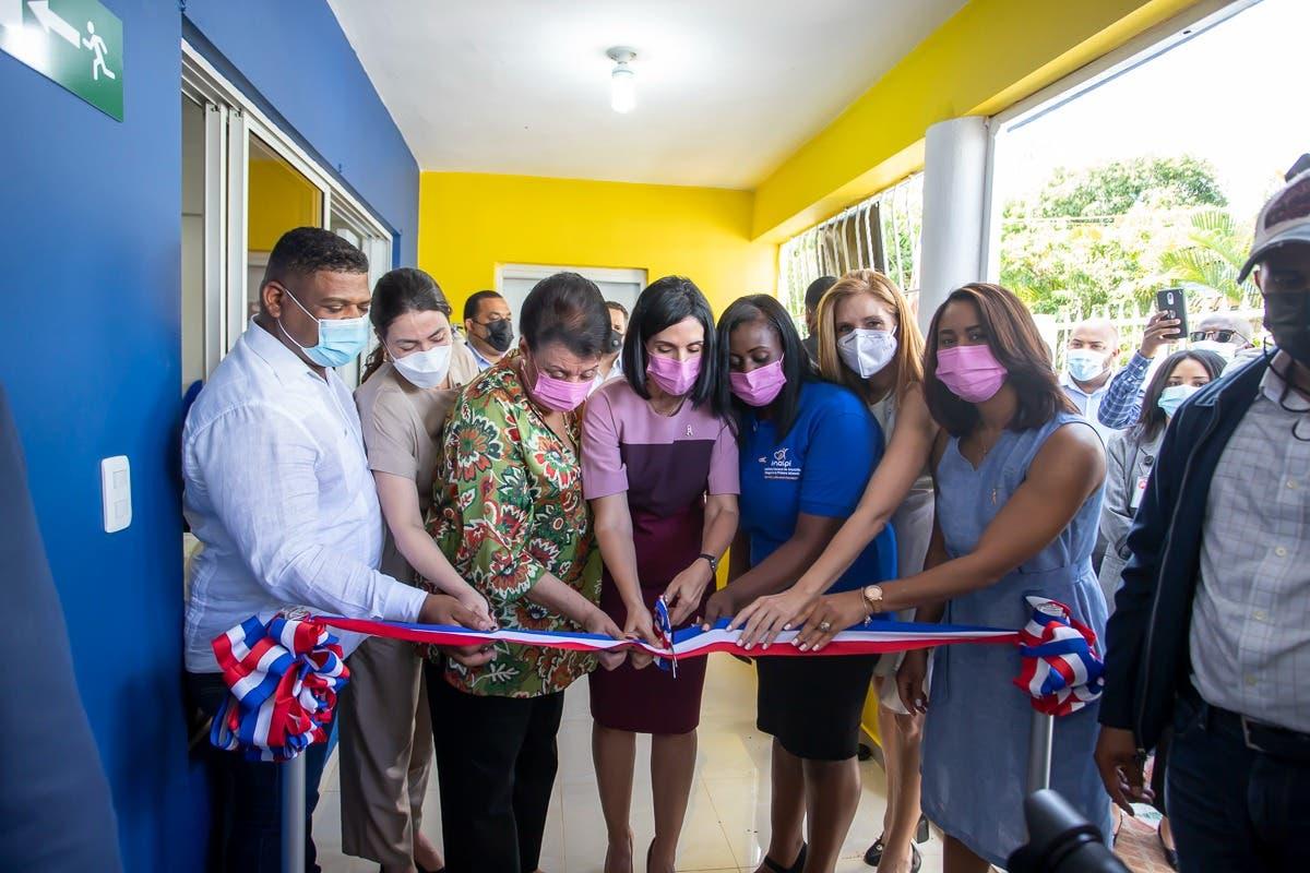Primera dama y directora del INAIPI inauguran CAIPI en La Cuaba