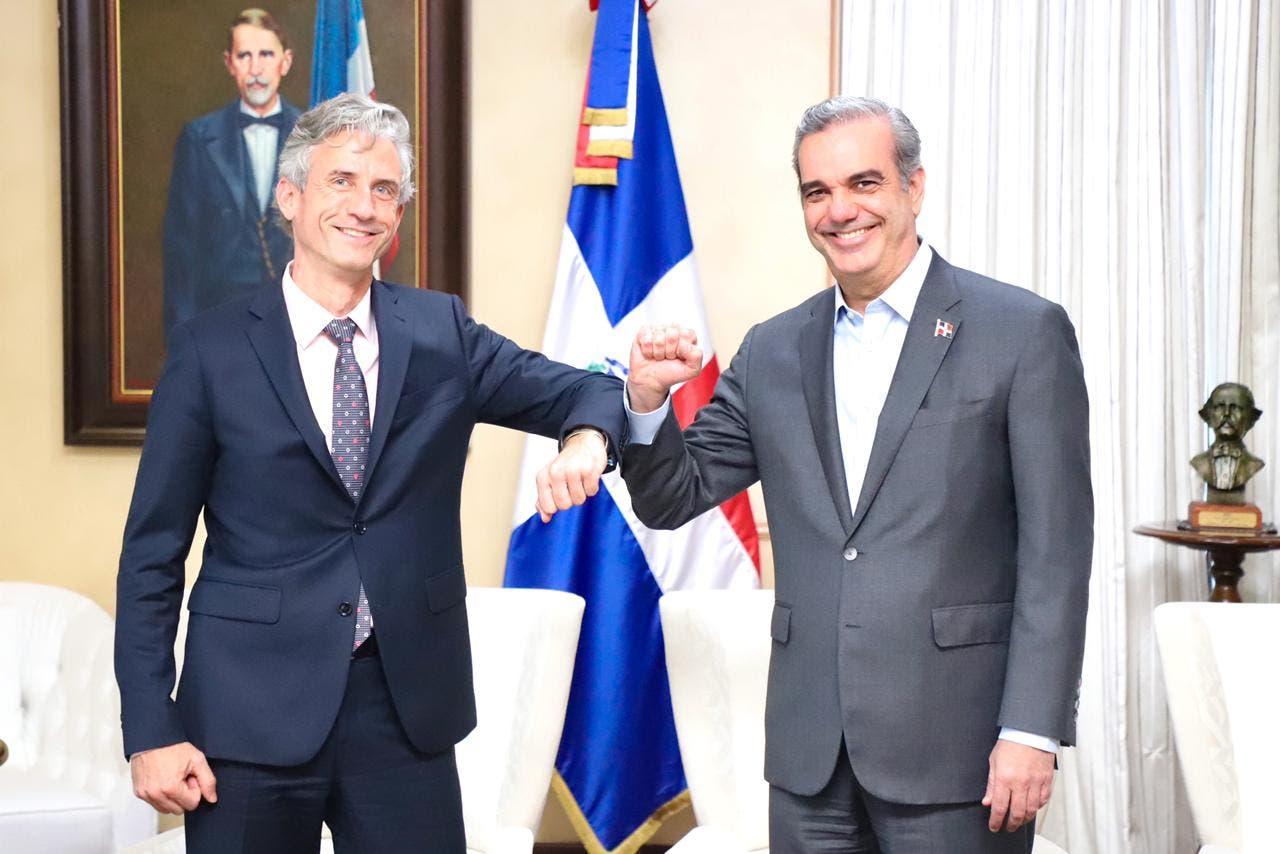 Abinader recibe al vicepresidente del Banco Mundial Carlos Felipe Jaramillo