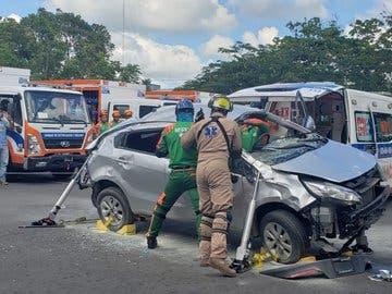 COMIPOL salva vida a conductores atrapados en vehículos colisionados