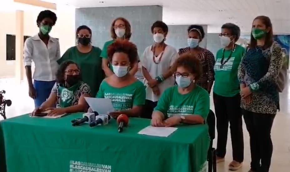Grupos proaborto se manifiestan contra informe presentarían legisladores