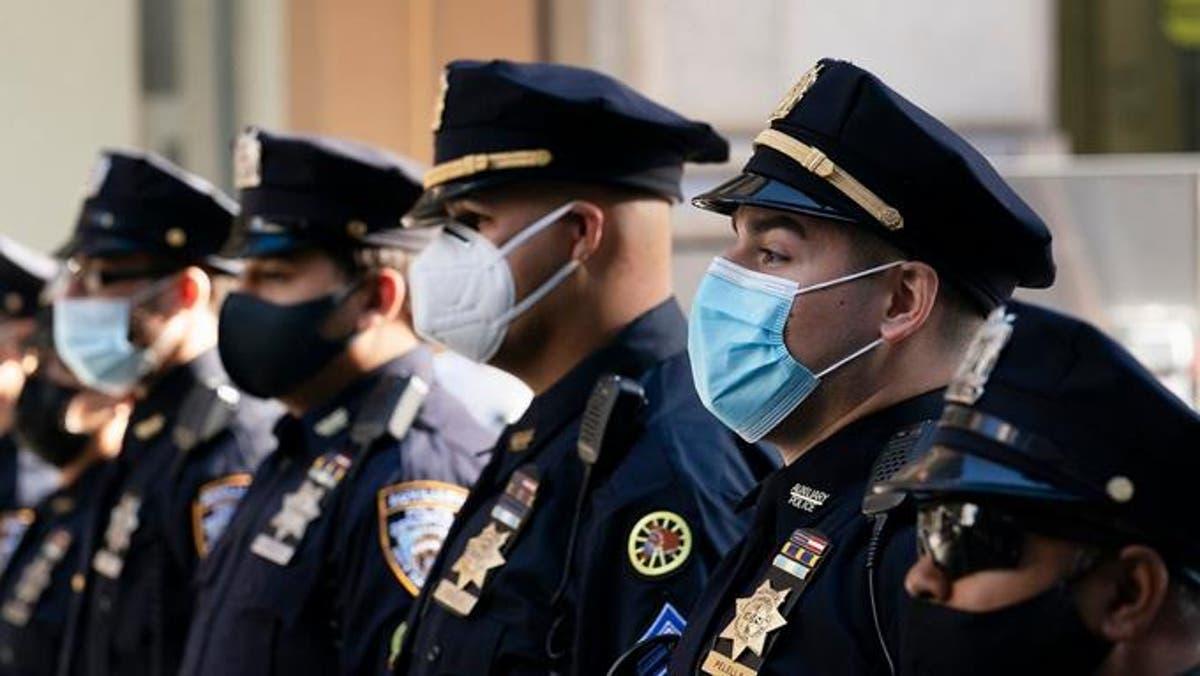 Policías y bomberos de New York se resisten a orden de vacunarse