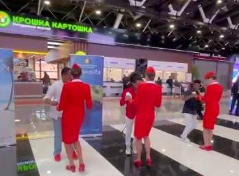 Video: En Rusia, a ritmo de bachata, inauguran primer vuelo hacia Punta Cana
