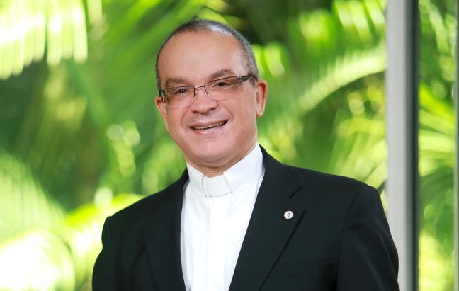 Obispo nombra nuevo rector UCNE