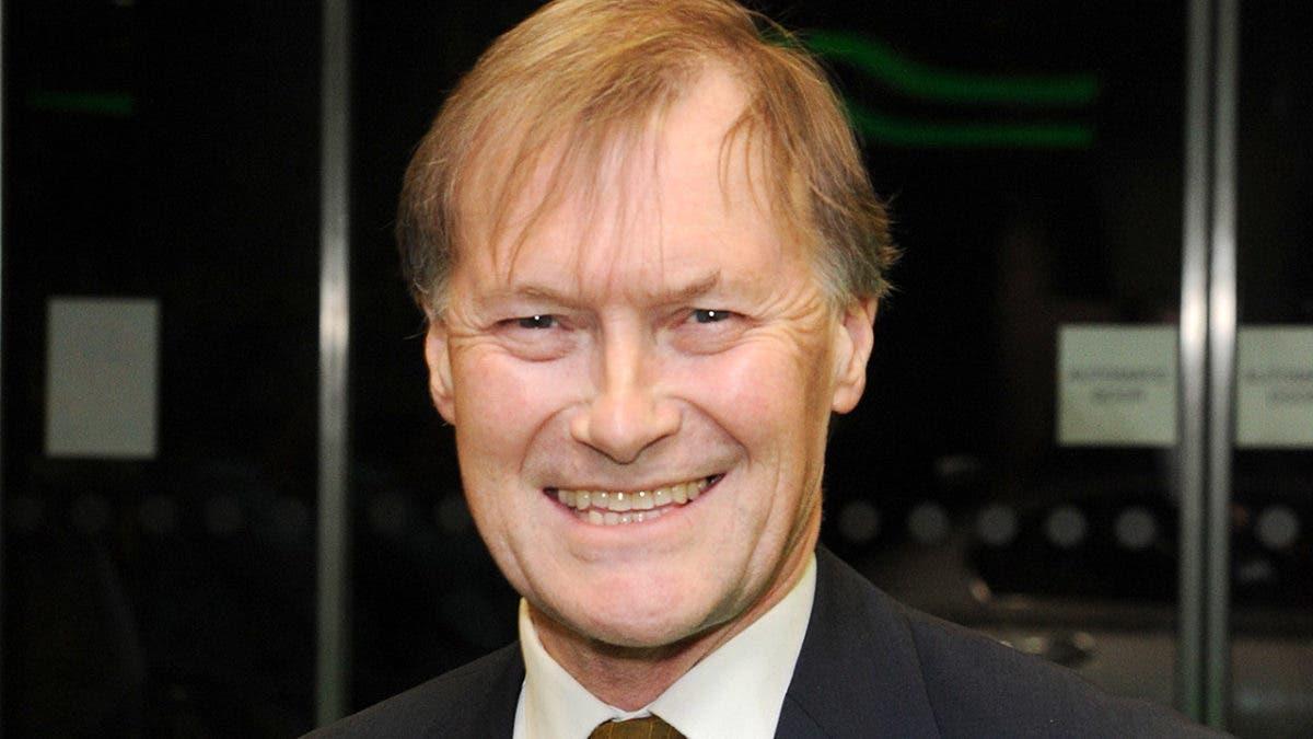 Muere diputado conservador apuñalado en Inglaterra