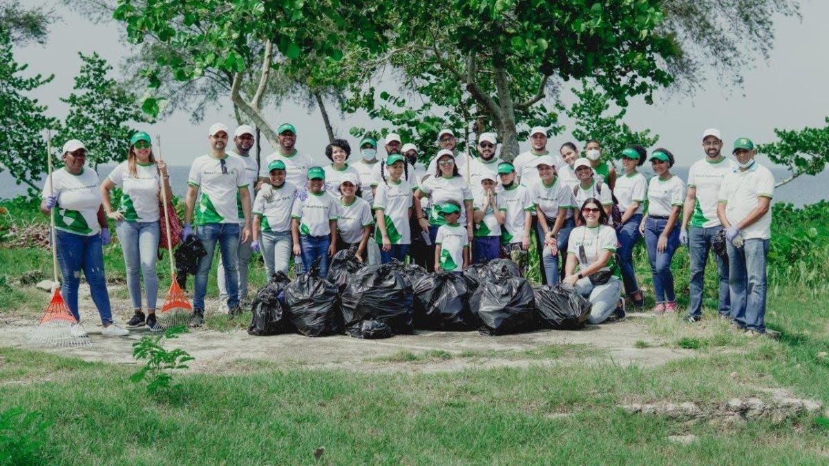 Realizan jornada de limpieza de costas en Parque Submarino La Caleta
