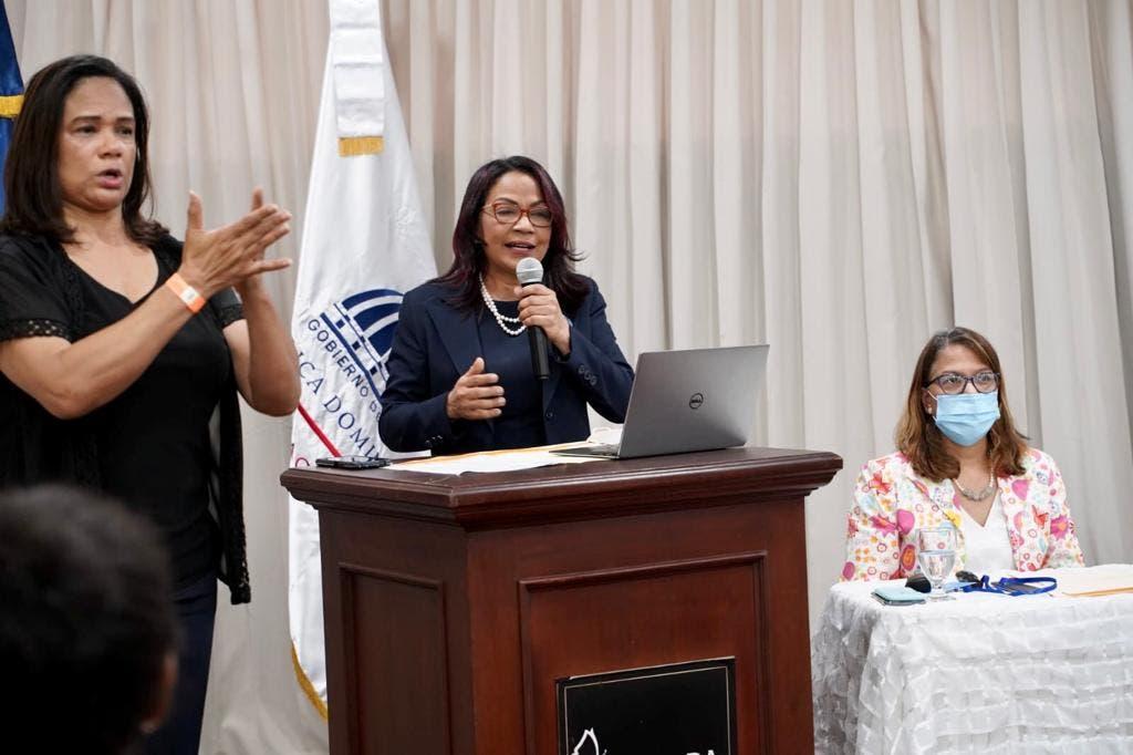 Educación impulsa primer Diccionario de Lengua de Señas Dominicanas