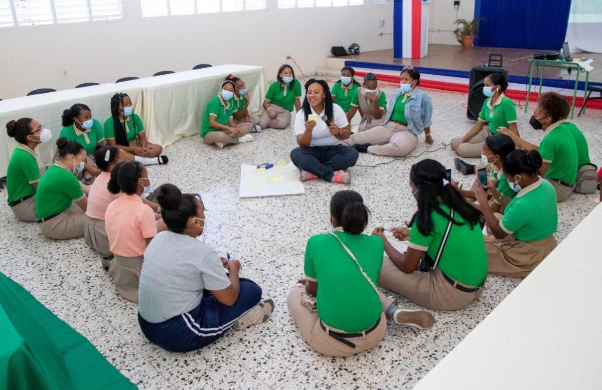 Educación realiza talleres con niñas para fortalecer el liderazgo femenino