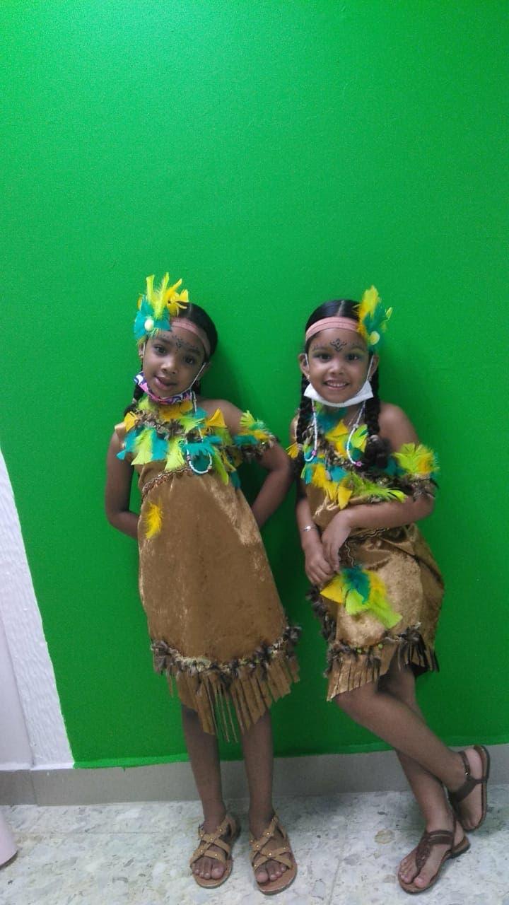 Estudiantes celebran Día la Raza con diferentes actividades