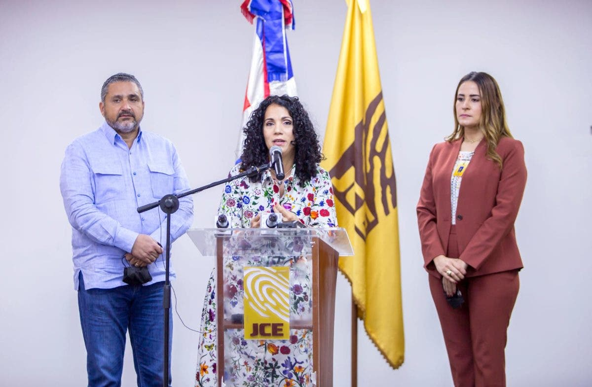 JCE presenta a partidos políticos formatos para el registro de sus afiliados