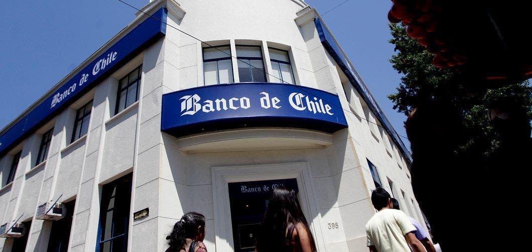Precio del dólar se eleva en Chile debido a la incertidumbre de los retiros de fondos de las AFP