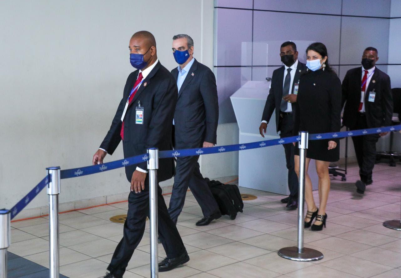 Presidente Luis Abinader llegó a Panamá
