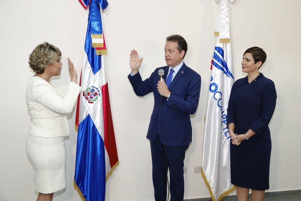 Juramentan a María Elena Vásquez en el consejo de Pro-Competencia