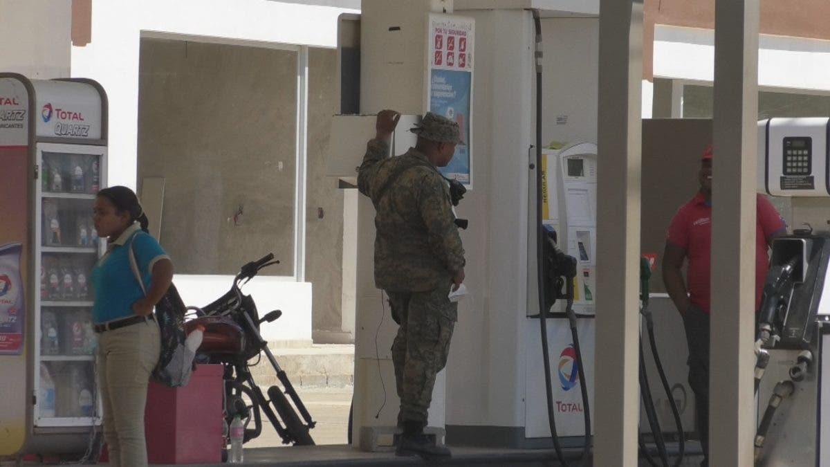 Militarizan estaciones de combustible en la frontera con Pedernales