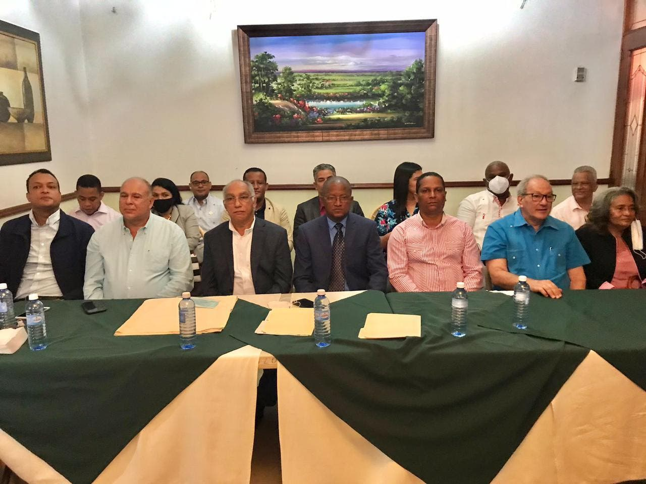 Danilo Medina sigue activo; juramentará nuevos miembros del PLD