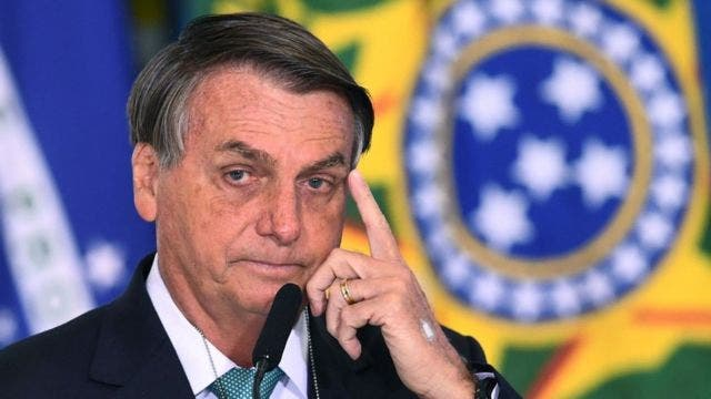 Facebook retira vídeo en que Bolsonaro vincula vacuna anticovid al sida