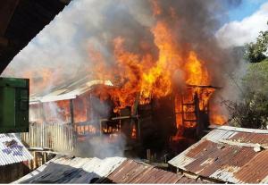 Muere niño de 11 años durante incendio en su casa