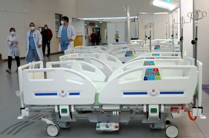 Reportan 2 fallecidos y 889 casos de COVID