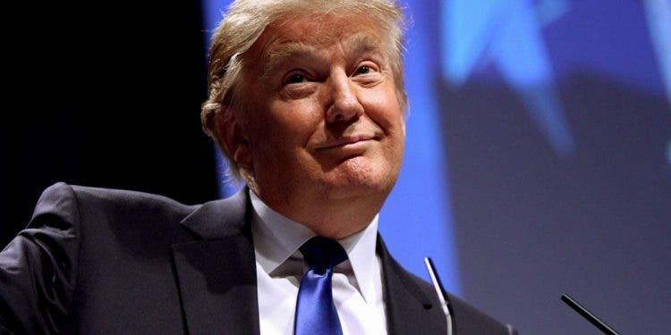 Trump anuncia lanzamiento de su propia empresa mediática y de una red social